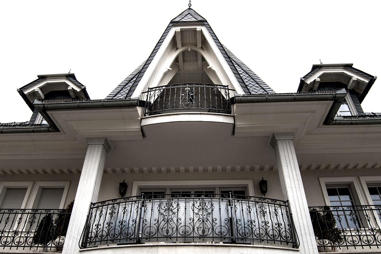 Kovane balkonske ograje po meri Sarnek.si