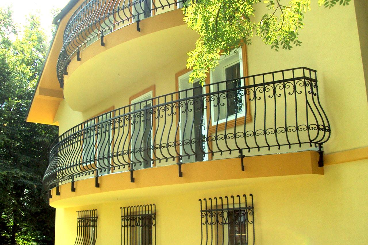 Kovana balkonska ograja Sarnek.si umetno kovaštvo