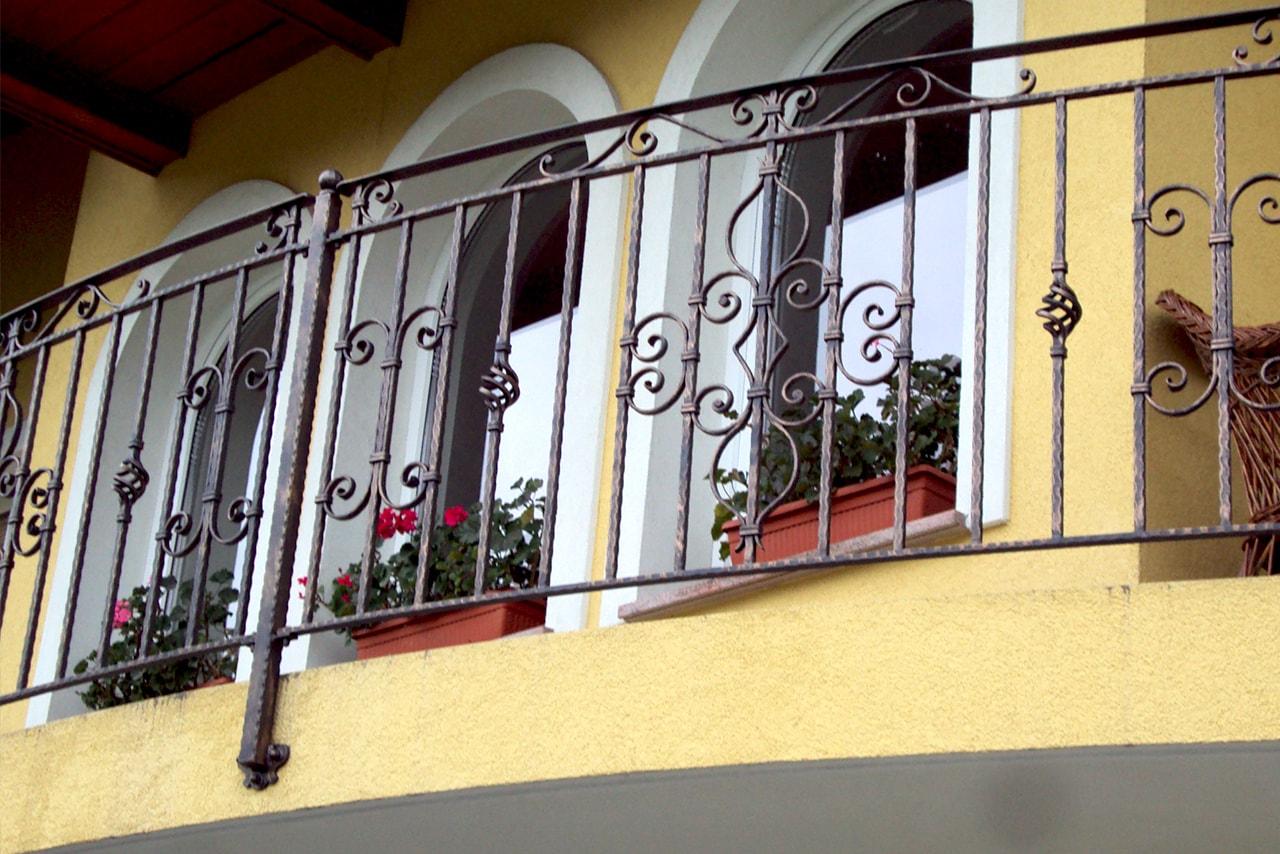 Kovana balkonska ograja kovaštvo pr Sarnek.si