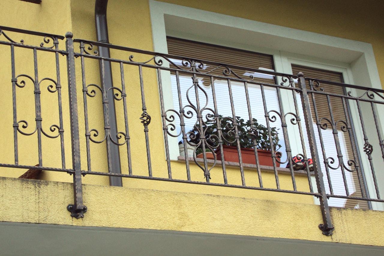 Kovana balkonska ograja umetno kovaštvo Sarnek.si