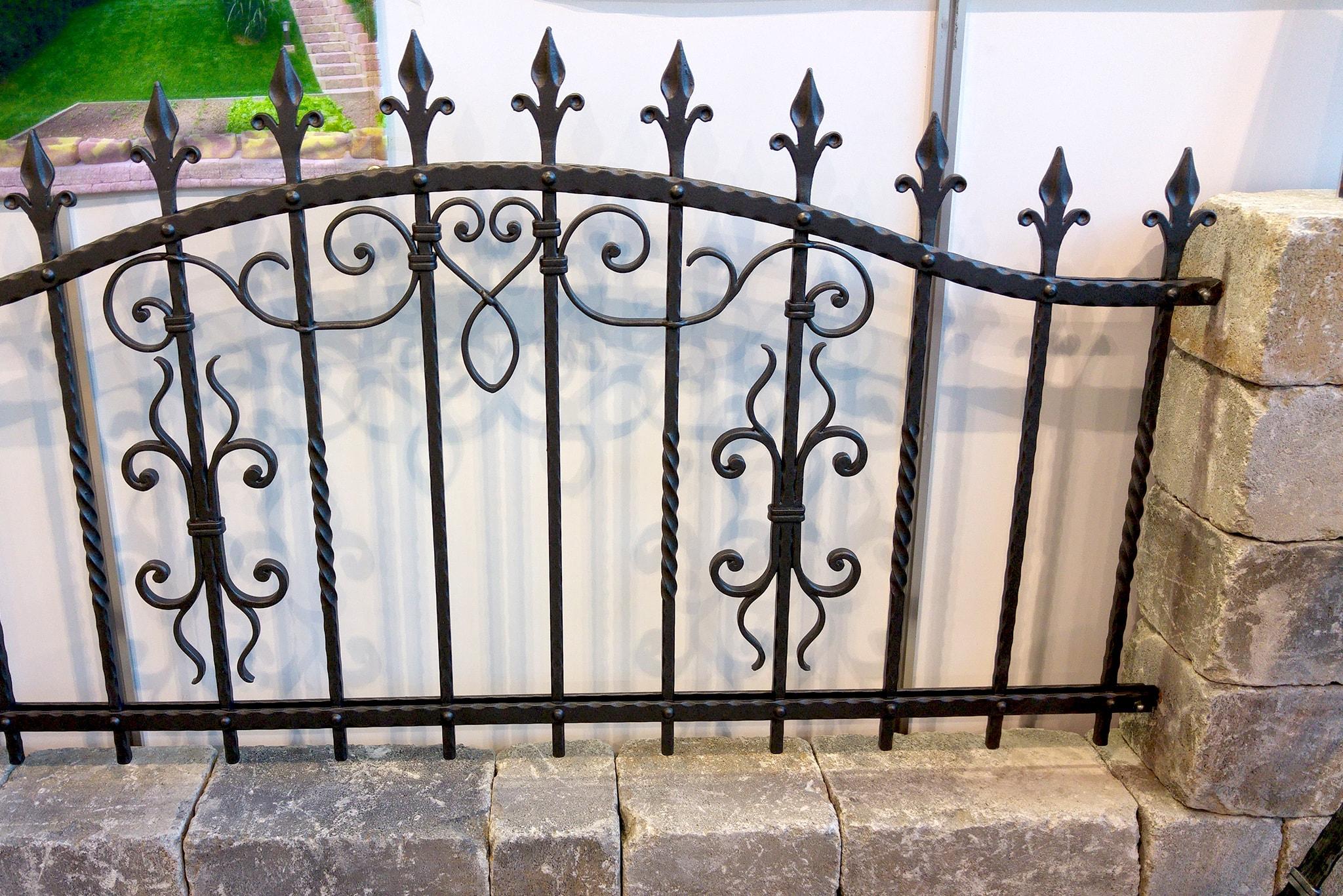 Kovana vrtna ograja sejem Komenda