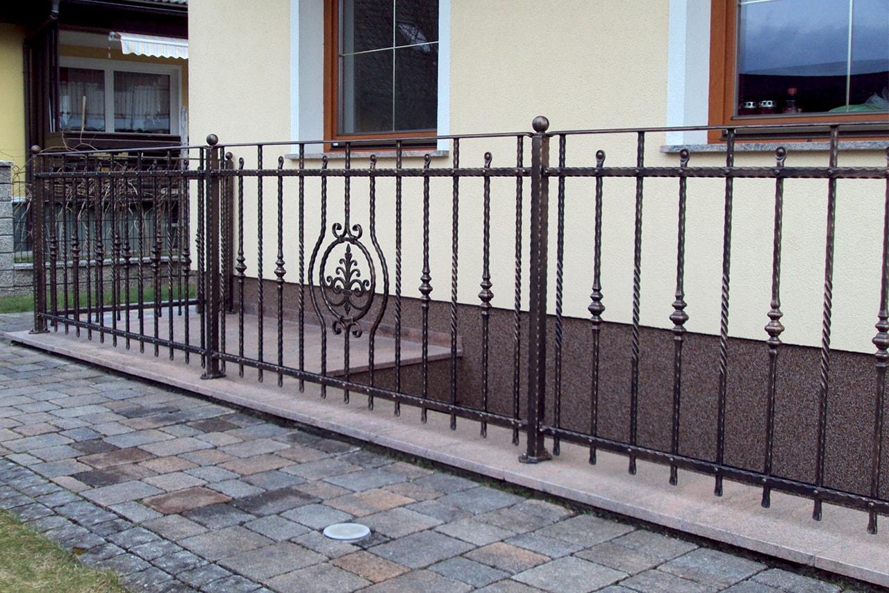 Stopniščna ograja izdelana v kovačiji Sarnek.si