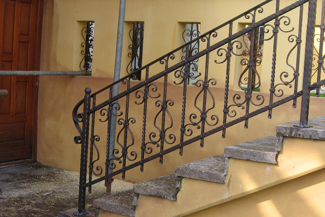 Stopniscne ograje umetnostno kovaštvo Sarnek.si