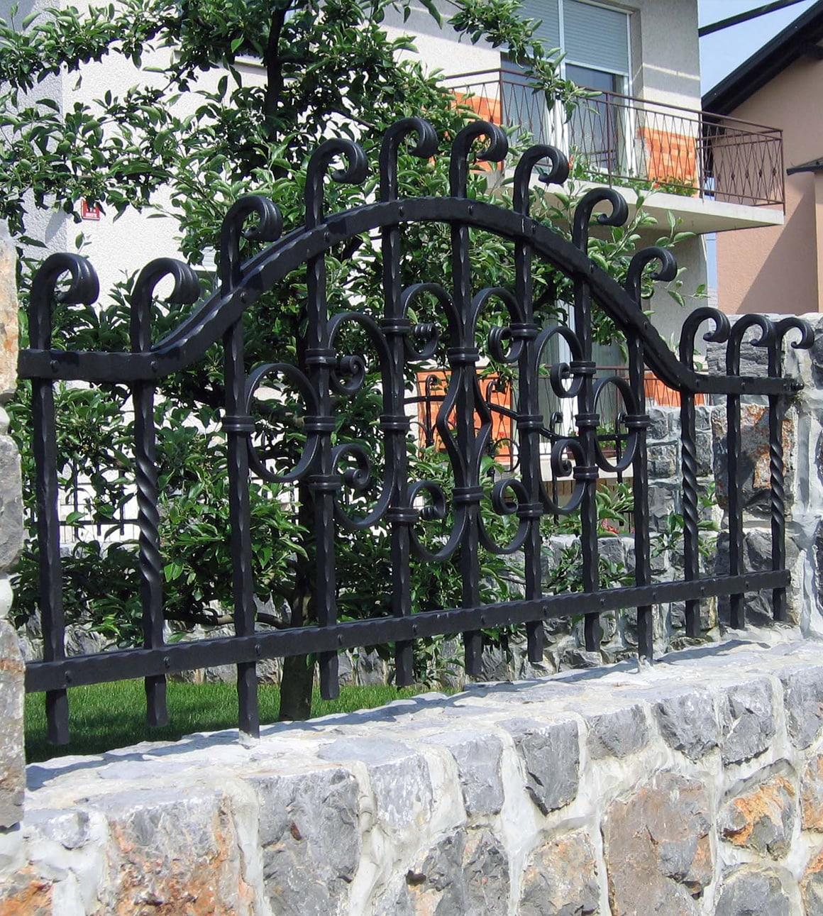 Kovane vrtne ograje - Sarnek.si