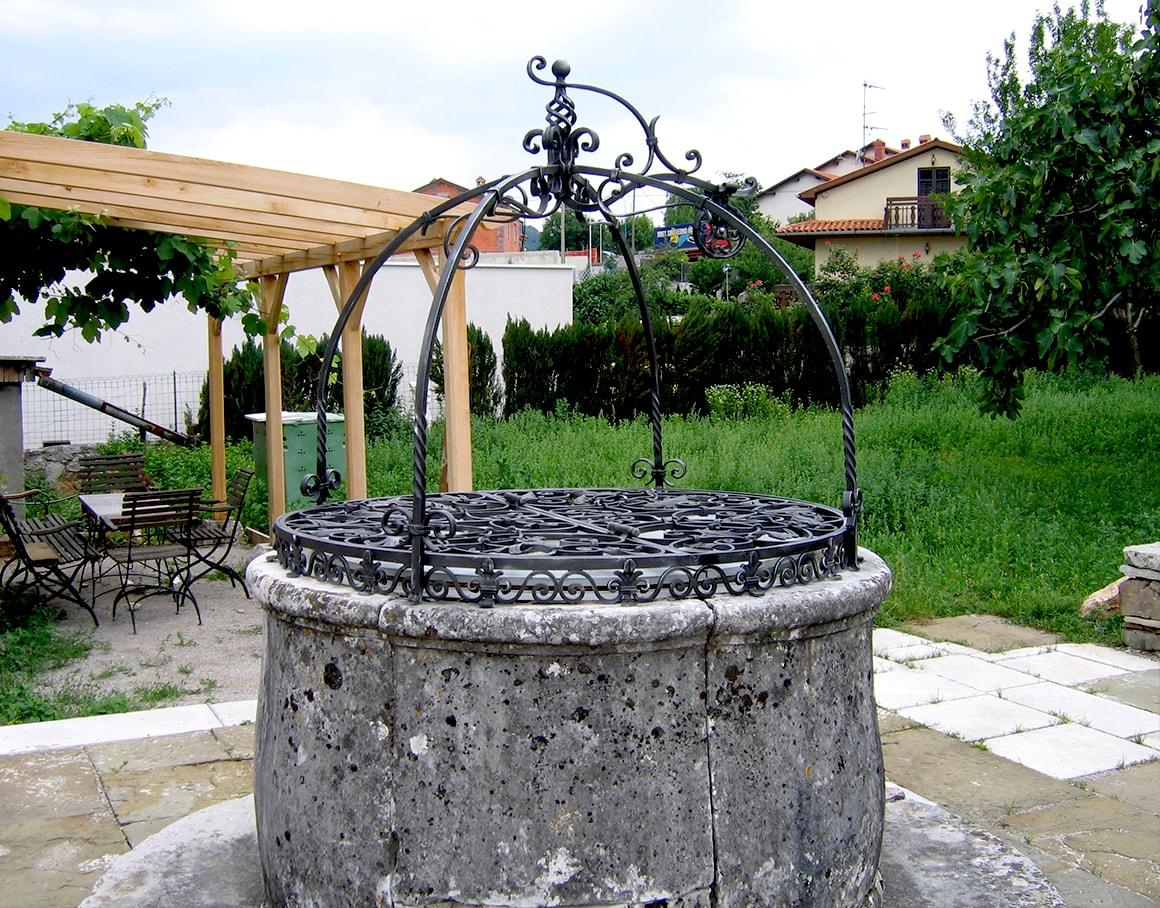 Vodnjaki - kovani okvir - Sarnek.si