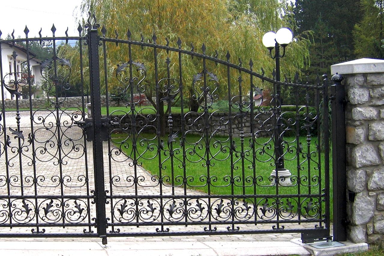 Kovana dvoriščna vrata Kovaštvo Šarnek