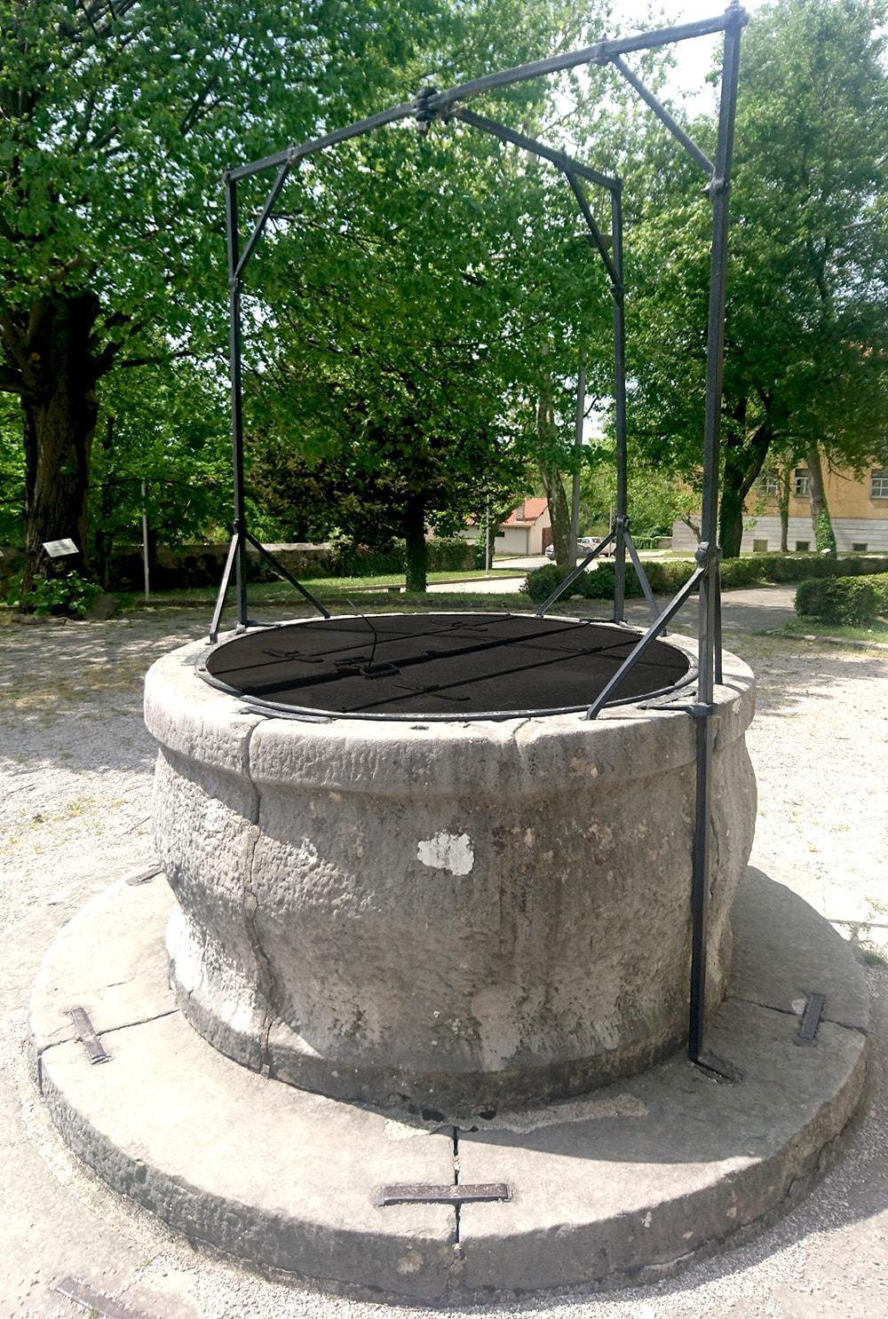 kovan pokrov za vodnjak