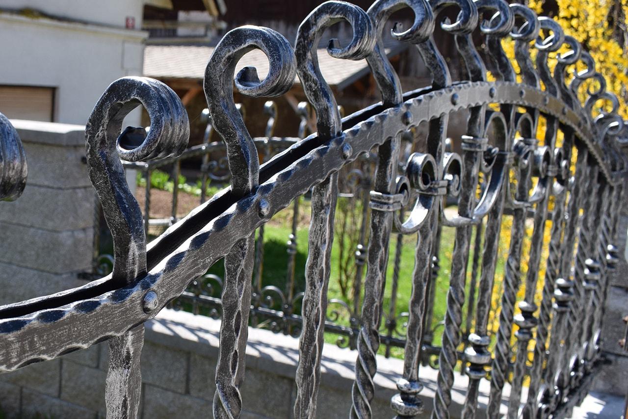 kovana dvoriščna ograja po naročilu sarnek.si