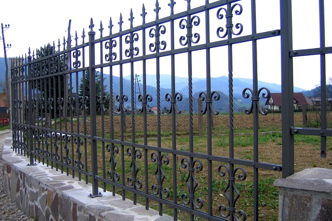 Kovana vrtna ograja izdelana po naročilu Umetno kovaštvo Šarnek