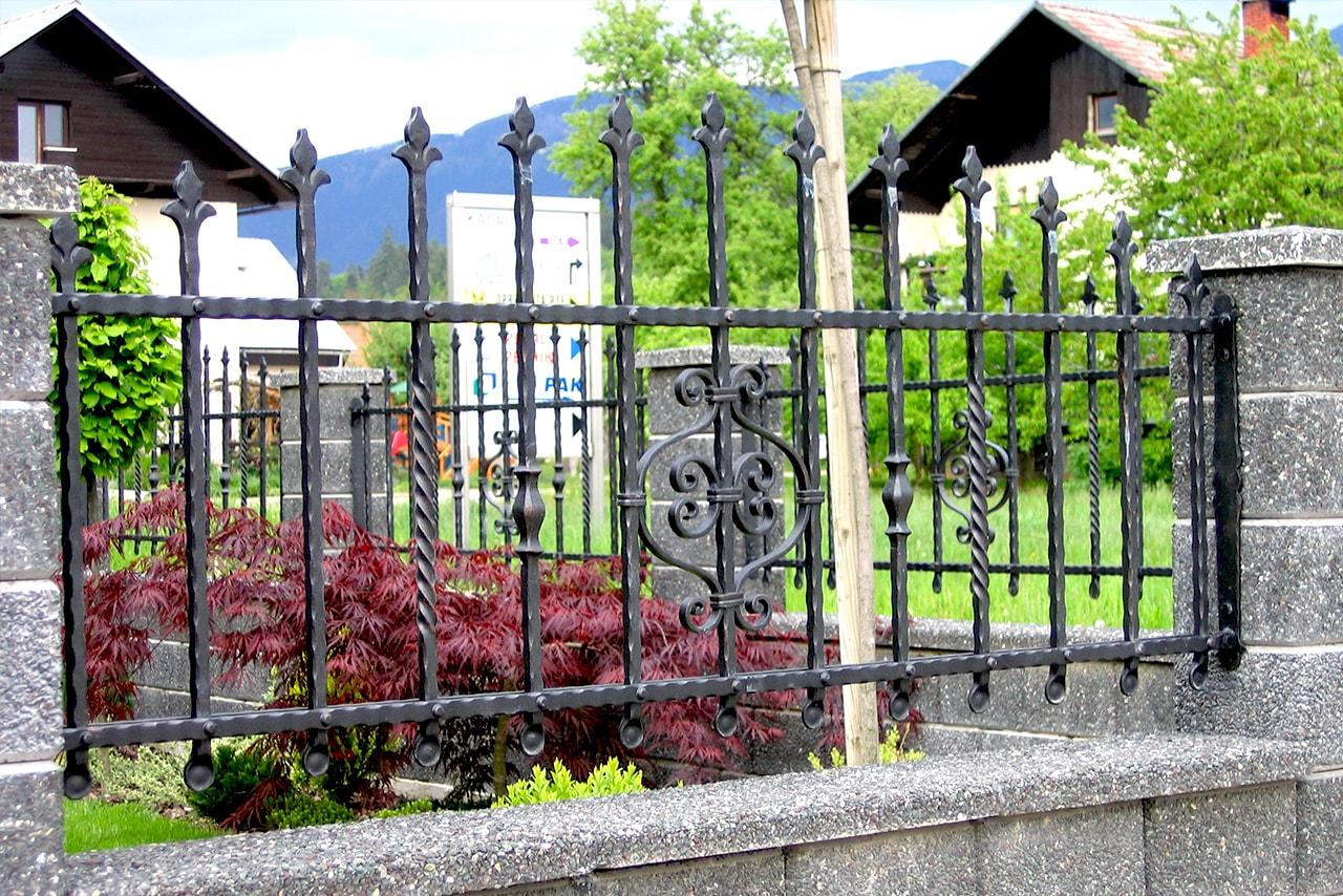 Unikatna vrtna ograja - umetno kovaštvo Šarnek