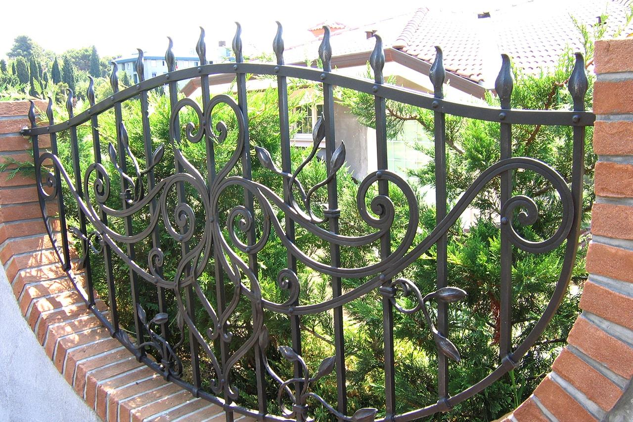 Vrtna ograja vgrajena v odprtino