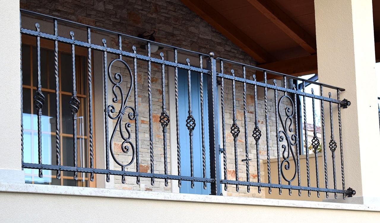 Kovana balkonska ograja Šarnek-min
