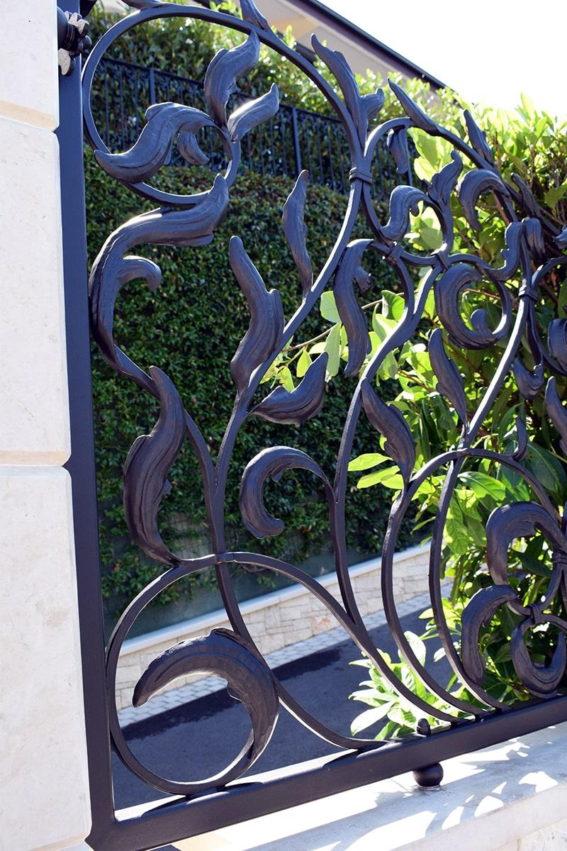 kovana dvoriščna vrata