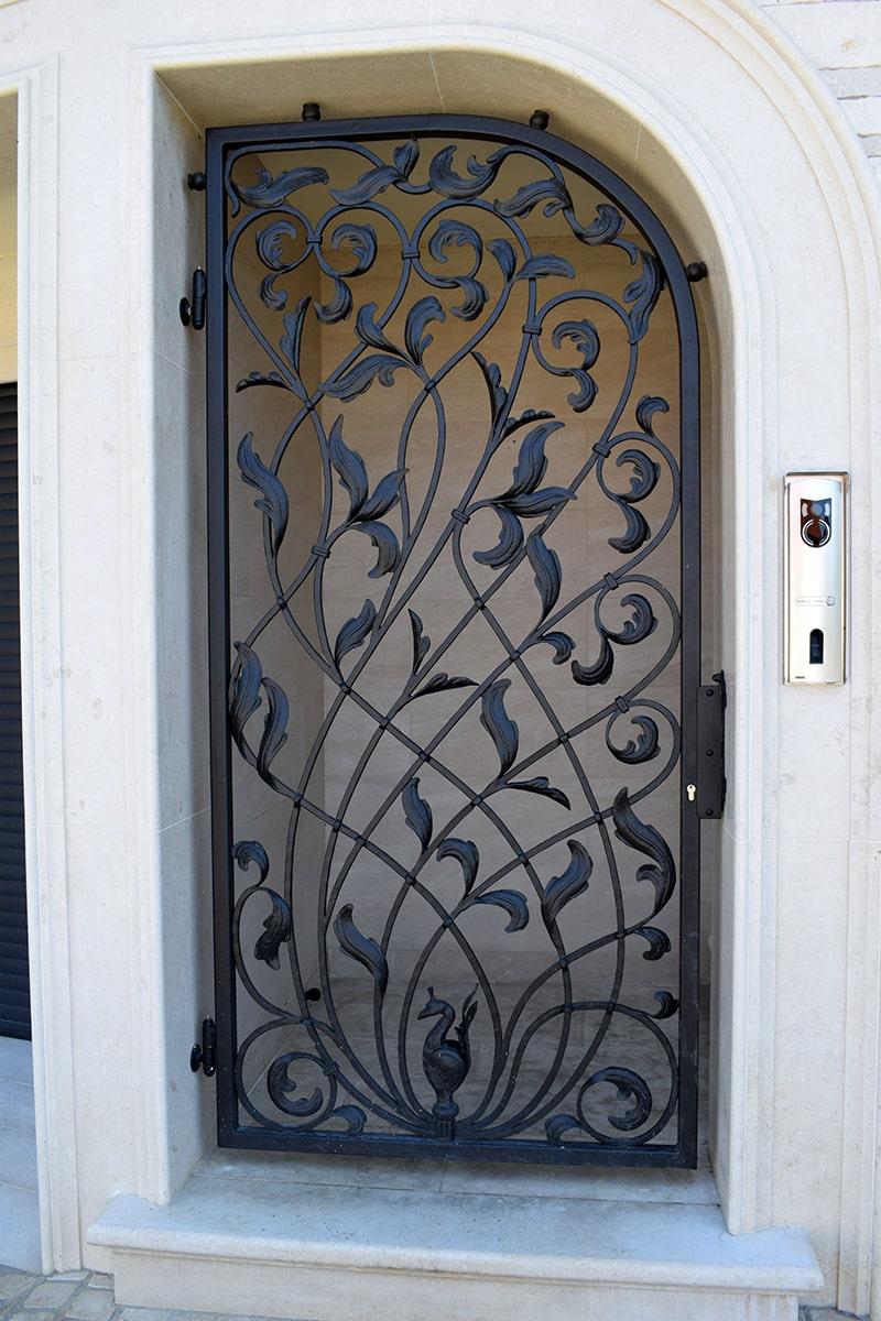 vhodna vrata kovaštvo šarnek
