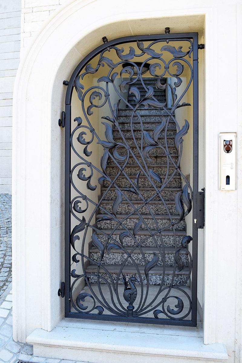 vhodna vrata umetno kovaštvo šarnek