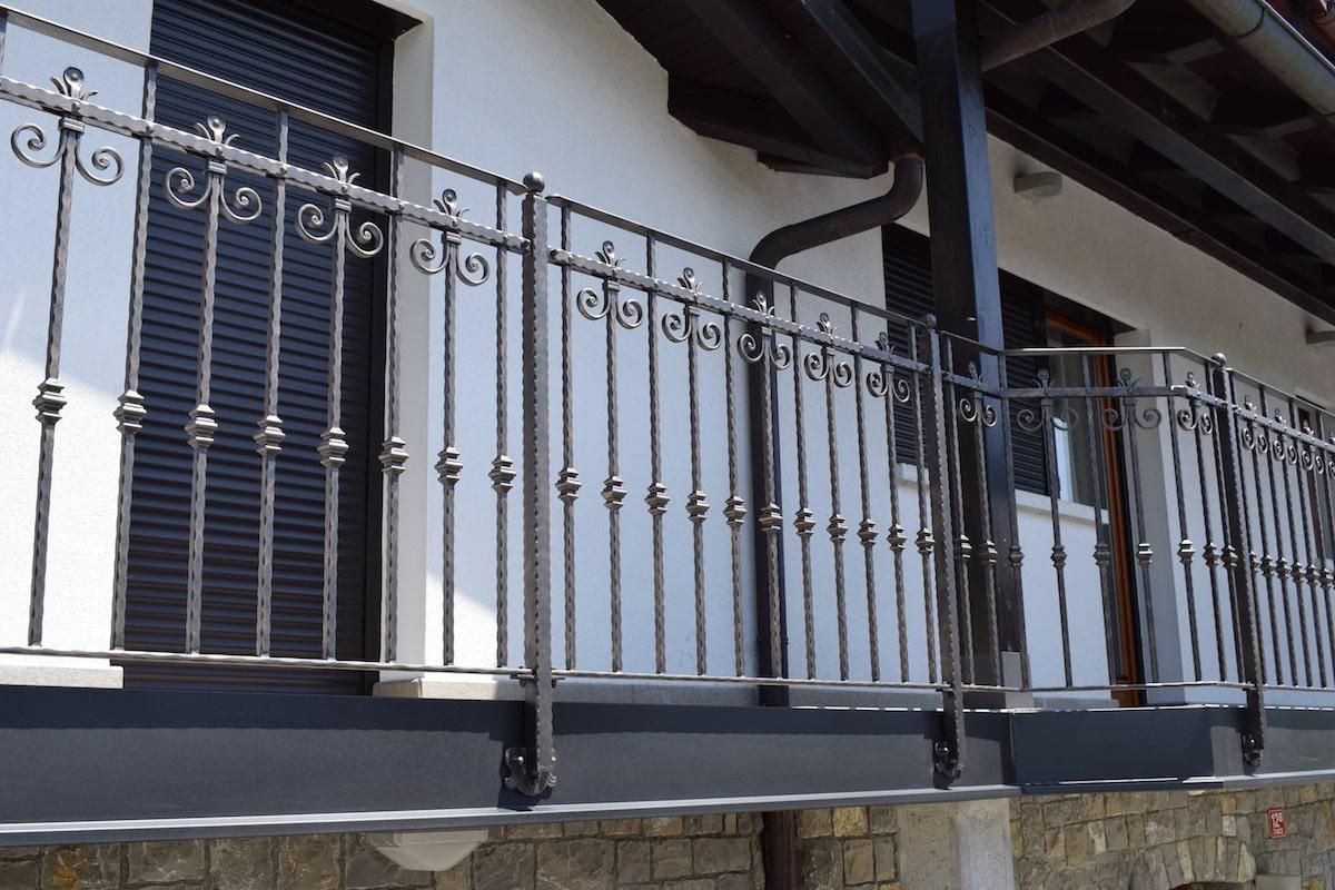 moderna-balkonska-ograja-sarnek-3-min