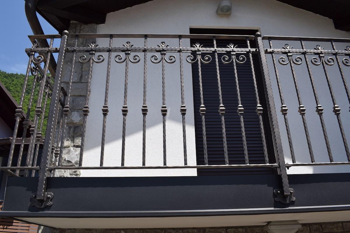 moderna-balkonska-ograja-sarnek-4-min