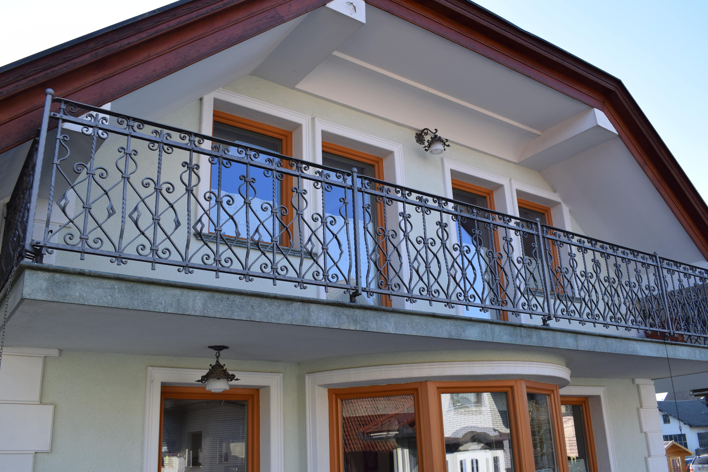 Unikatna-kovana-balkonska-ograja-Dita-1-min